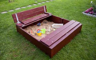 Как самому сделать для детей песочницу с крышкой